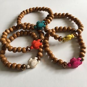 Wood beaded turtle charm stretch bracelet NWT